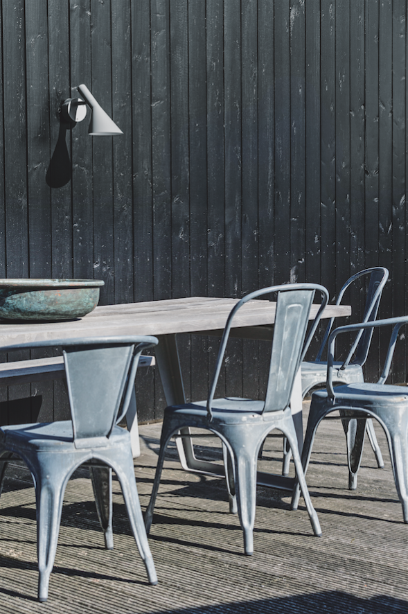 Celebrating the 50th anniversary of the launch of the AJ family, Louis Poulsen developed an outdoor fixture that stays true to the design and lighting ideas of Arne Jacobsen.