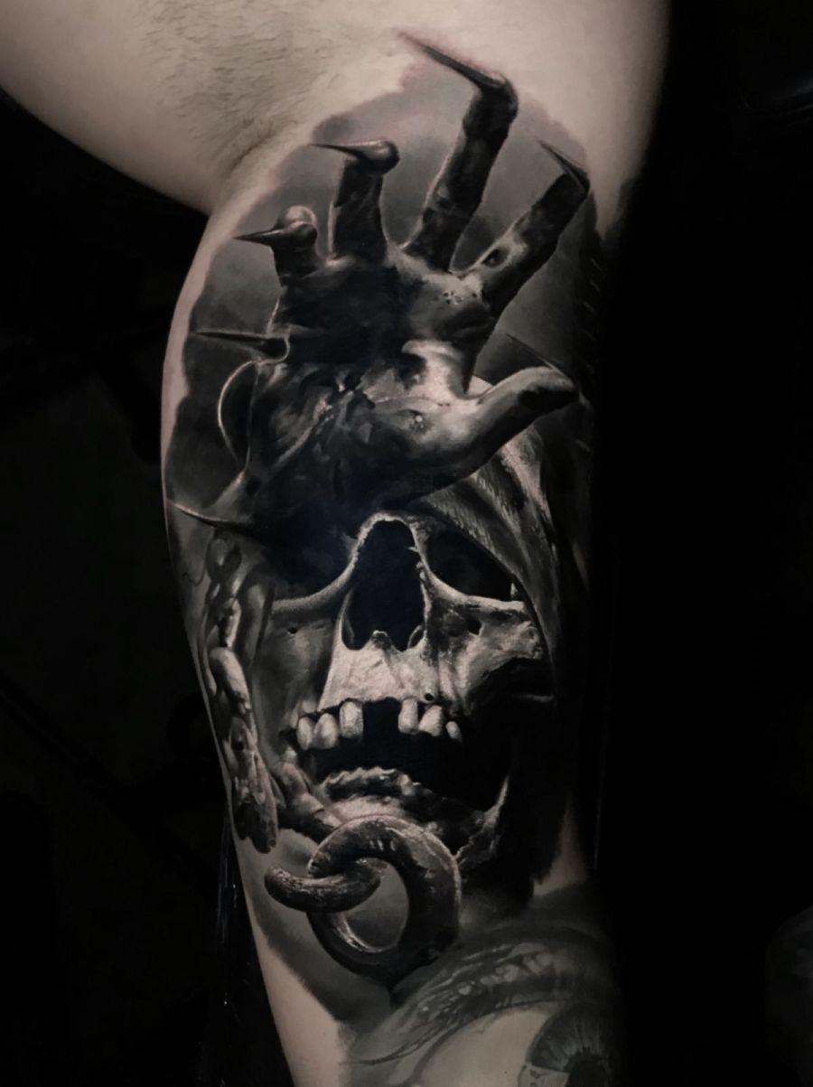 Totenkopf arm männer tattoos Maori Tattoo