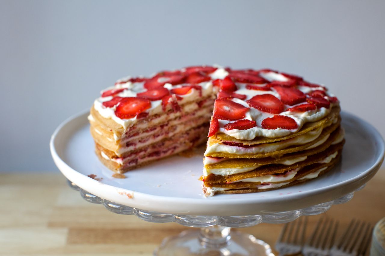strawberry graham icebox cake | Decadent Desserts | Pinterest