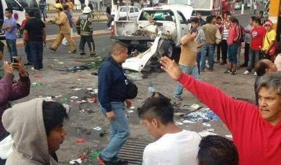 Confirman la muerte de 2 menores en la explosión de pregrinación en Nogales - http://www.esnoticiaveracruz.com/confirman-la-muerte-de-2-menores-en-la-explosion-de-pregrinacion-en-nogales/