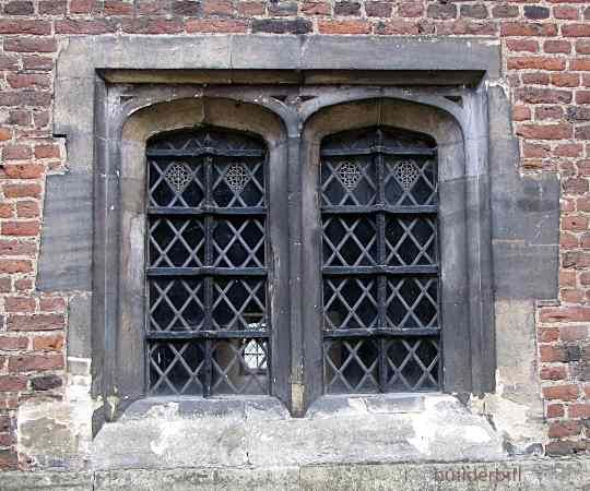 Tudor Style Windows | Hampton Court again, this time small window that  shows how small