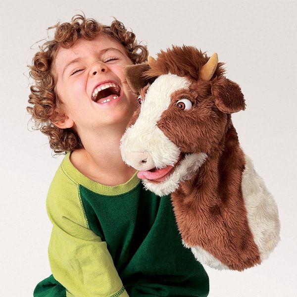 Že vraj neexistujú škúliace kravy? Ako vidíte, tento exemplár je dôkazom. Táto krava vyplazuje drzo jazyk a ešte k tomu gúľa očami.