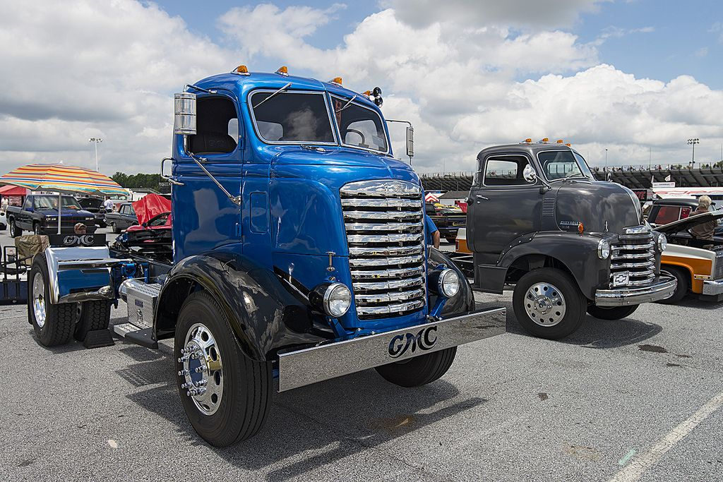 1947 GMC COE cabover and a 1950 Chevy COE cabover | Dream cars ...