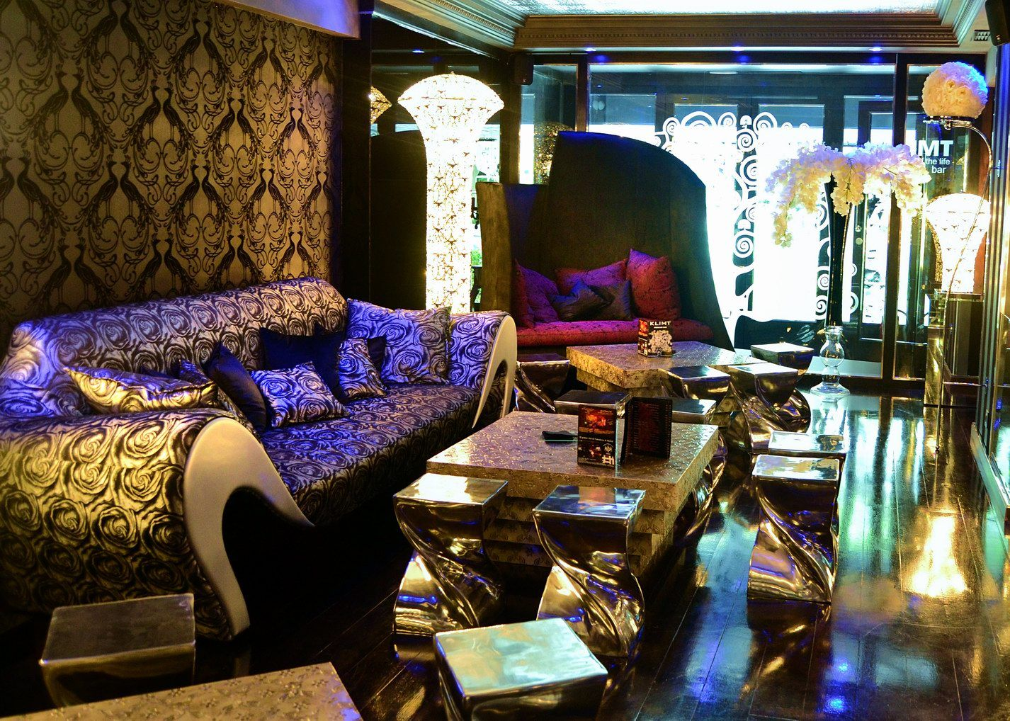 Newwd decoracion de bares tematicos klimt madrid decoracion moderna bar la choza pinterest - Decoracion bares tematicos ...
