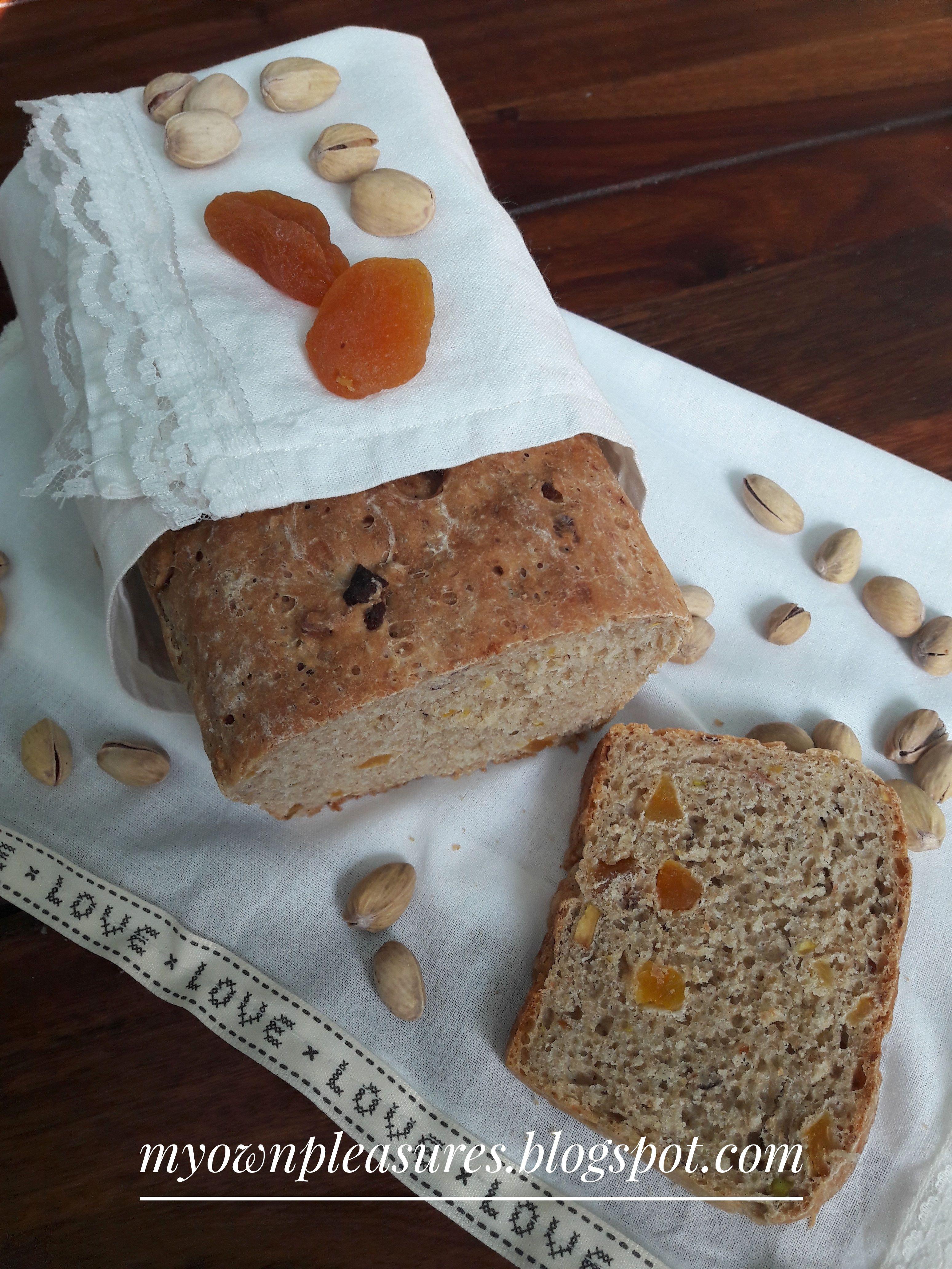 Chleb Orkiszowy Z Pistacjami I Suszonymi Morelami Wspanialy