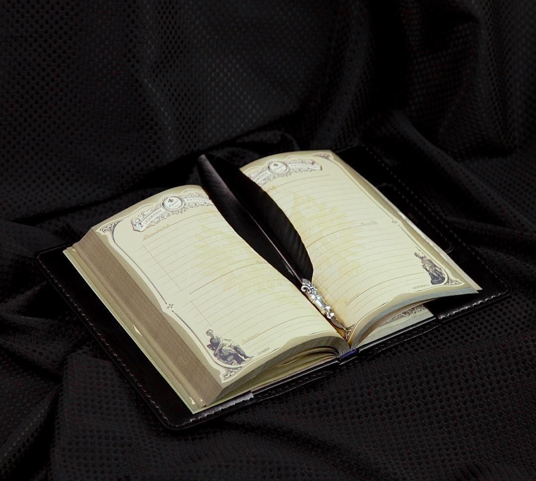 Чёрный не значить безликий. Ежедневник #87 Серия «The Black Edition» Черное издание ............. - Серия «The Black Edition» - Коллекция « Black Tree » - Тиснение Черное дерево; - Покрыто влагоотталкивающим лаком; - Изделие выполнено из натуральной кожи; - Выпускается ограниченным тиражом 999. шт; .............. #ФилиппКиркоров #ИванЛашманов #LashmanoV #IvanLashmanov #Черный #HandMade #LeatherCraft #Luxury #блокнот #ежедневник #РучнаяРабота #Премиум #НатуральнаяКожа #Эксклюзив #Россия #Я…