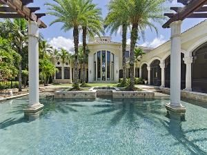 Topical pool - palm trees - columns