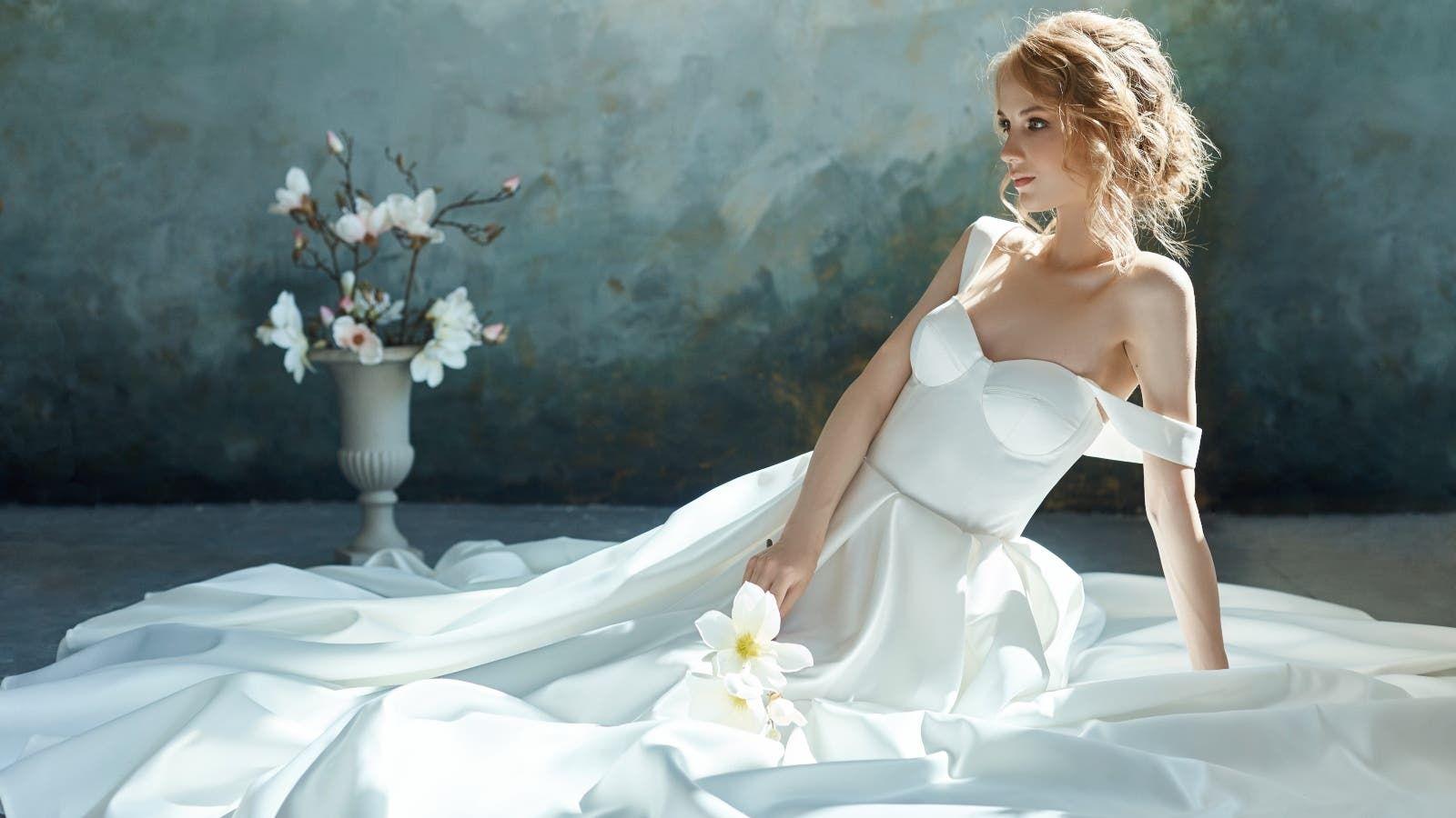 طبقي هذه الخطوات للعناية بالمنطقة الحساسة قبل الزواج Wedding Dresses Strapless Wedding Dress Dresses