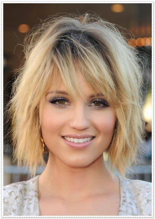 Haarfrisur Mit Kurzen Und Schrägen Pony Hairstyles Hair Styles