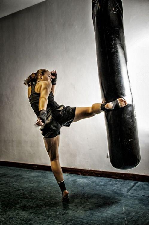 Resultat d'imatges de kick boxing Antifa