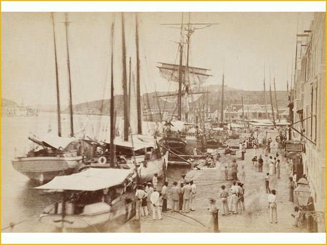 Willemstad, Curaçao. De Handelskade in de wijk Punda, ca 1890. Tropenmuseum