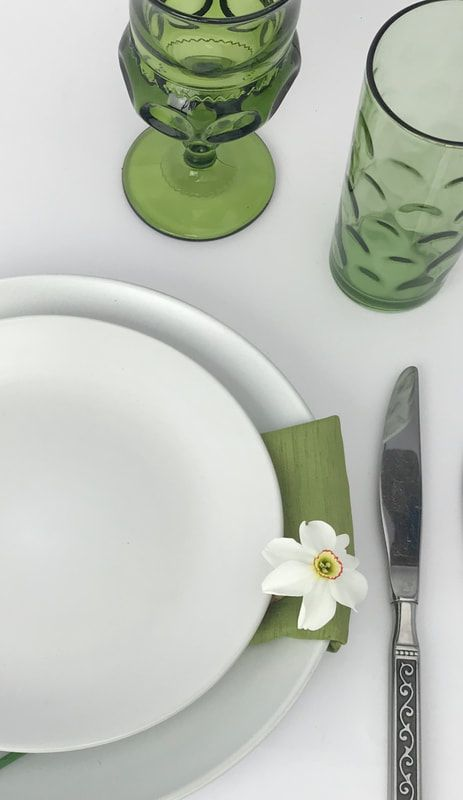 China Plate Collections available in the Chicagoland Area - Dish & Decor Vintage Rental in Chicagoland