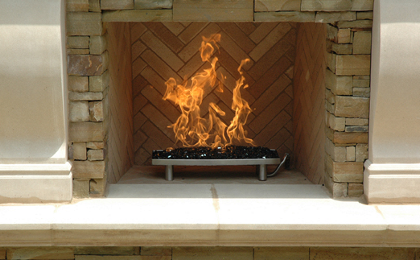 Outdoor Fireplace With Fire Glass Pan Burner 22 Png 1 456 900 Pixels