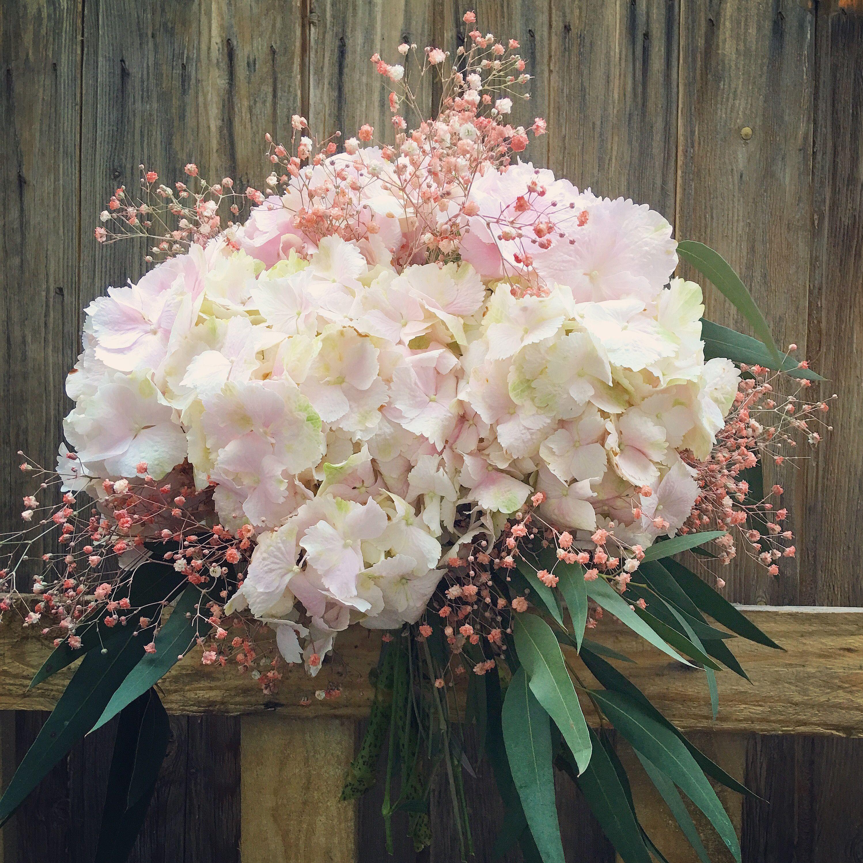 Ramo de novia con hortensias y gypsophila rosa ramos de - Decoracion con hortensias ...