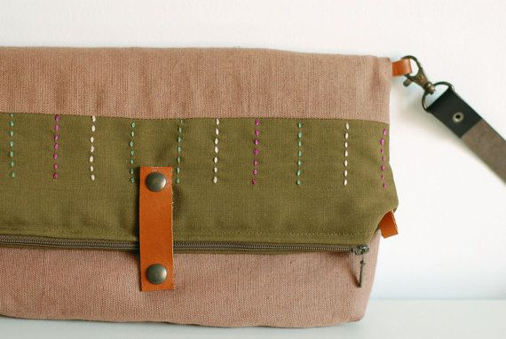 Embroidered folding clutch / messenger bag in olive - Mosaic Collection, by Mundo Flo - 50€
