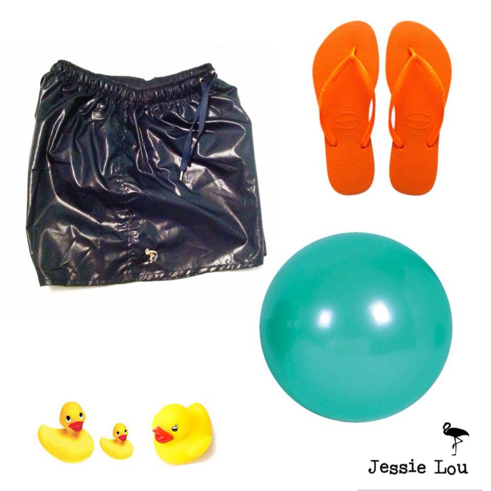 Look de playa con estos bañadores Jessie Lou y unas sandalias básicas #jessielou #jessieloumx