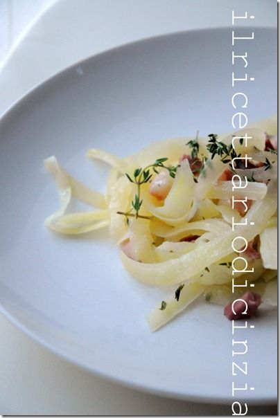 Tagliatelle di patate pancetta, vino bianco e timo