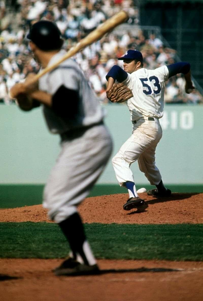 Yogi Berra vs Don Drysdale in the 1963 World Series at Dodger Stadium. e8577f7a8