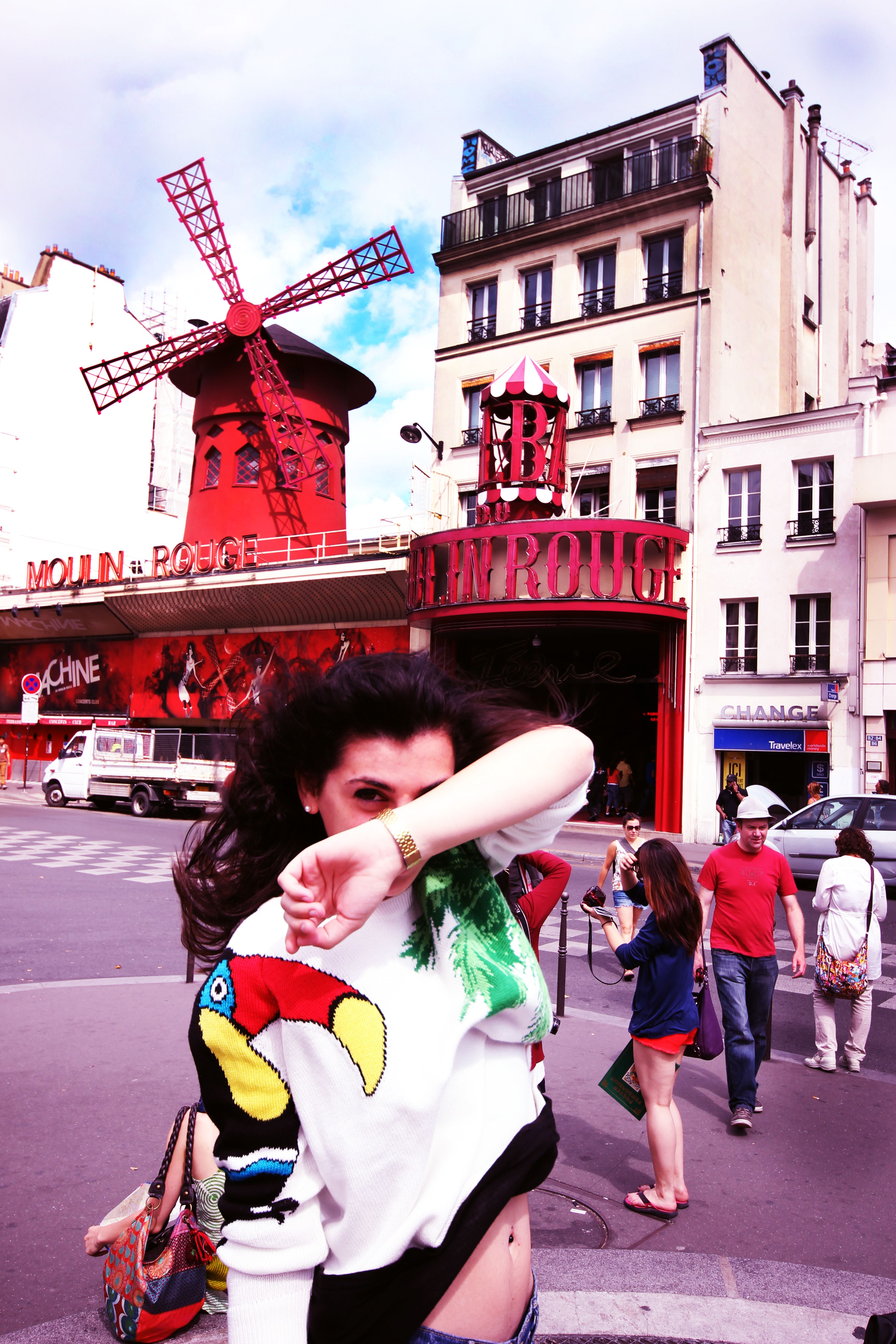 beatrice looking astonishing in front of moulin rouge