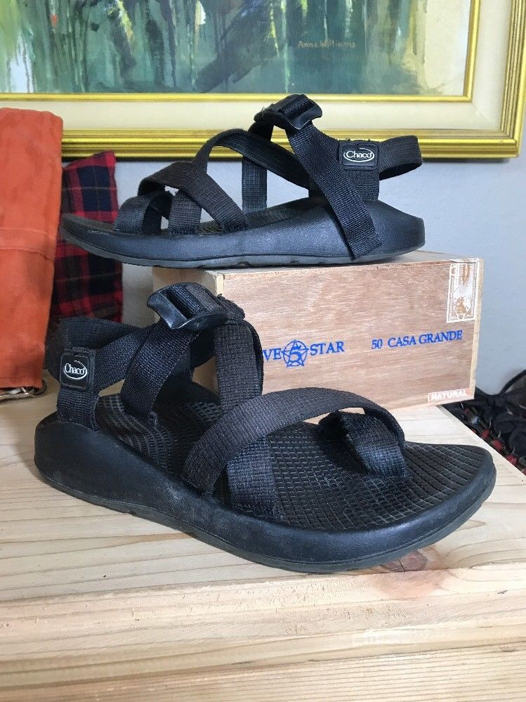 Chaco womens black toe loop hiking water sports sandals