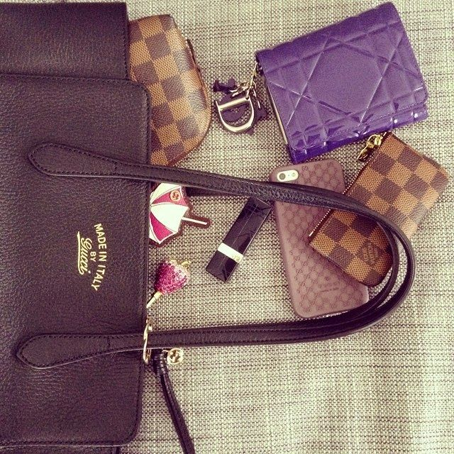 JANUARYS CLOSET ♥: Whats in my Bag: The Gucci Swing Tote Edition