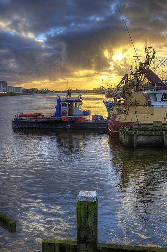 Den Helder; Supplying a fishingboat