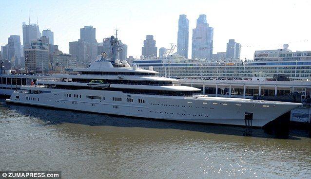 World S Largest Yacht Belonging To Roman Abramovich Docks In New
