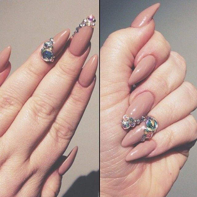 Lana Del Rey nude stiletto nails - Nail Centric