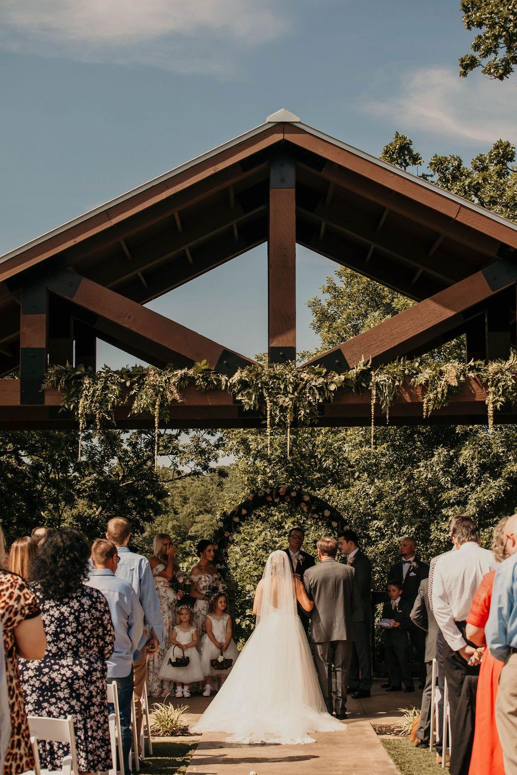 Tulsa Wedding Venue Springs Venue Tulsa Wedding Venues Wedding Ceremony Decorations Outdoor Oklahoma Wedding Venues