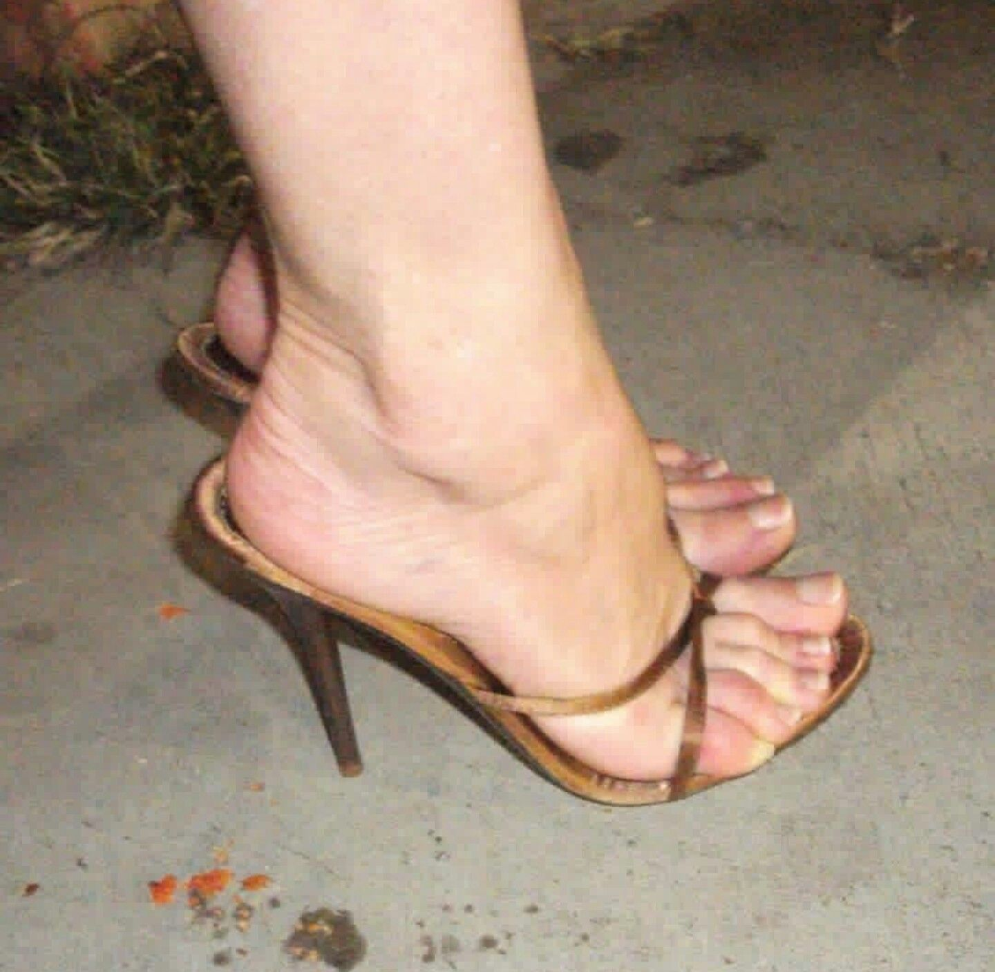 Pretty Toes, Female Feet, Sexy Heels, High Heels, Ladies Shoes, Real Women,  Smooth, Shell, Poses