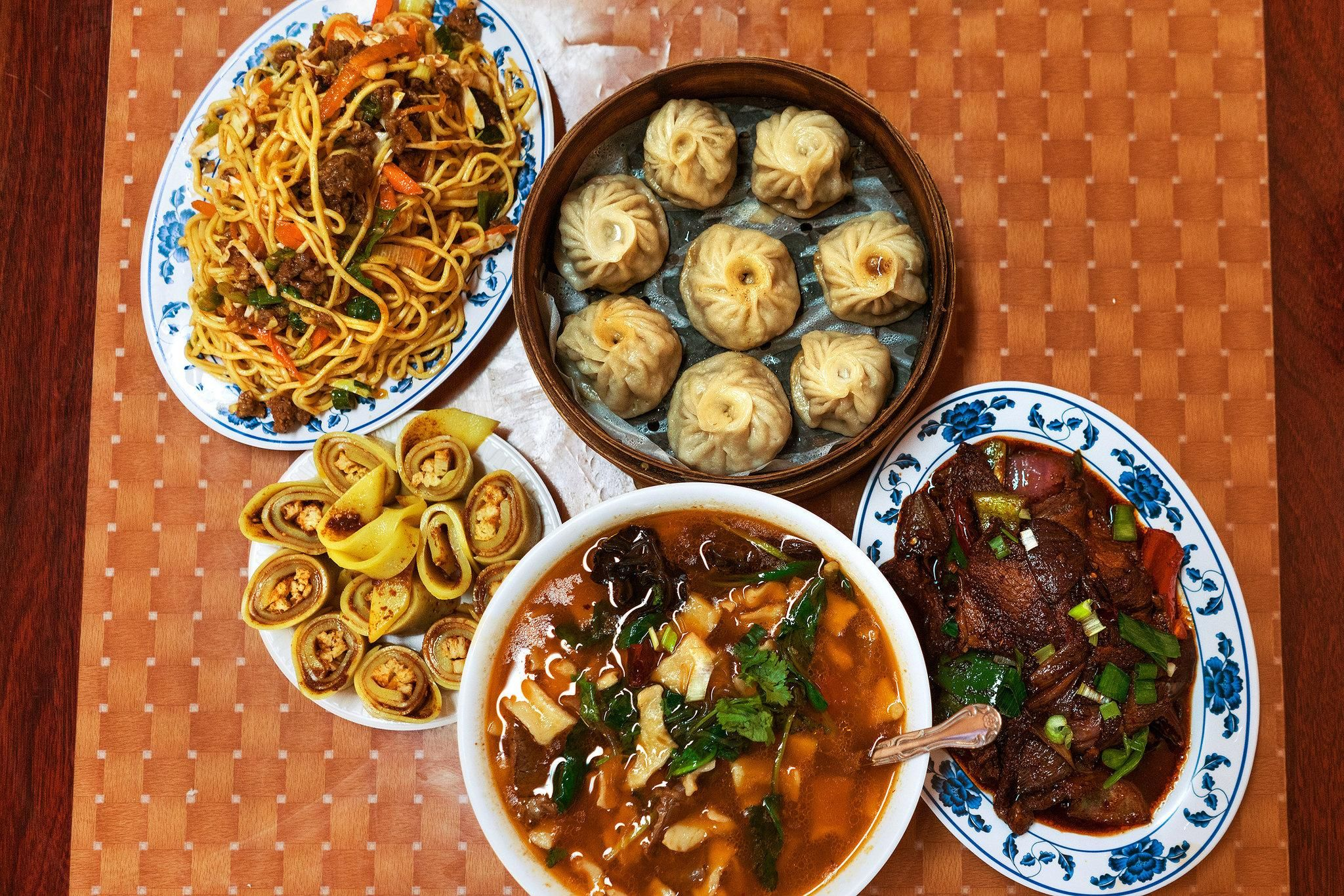 A Mazelike Trail To Tibet At Lhasa Fast Food In Queens Food Tibetan Food Fast Food Reviews