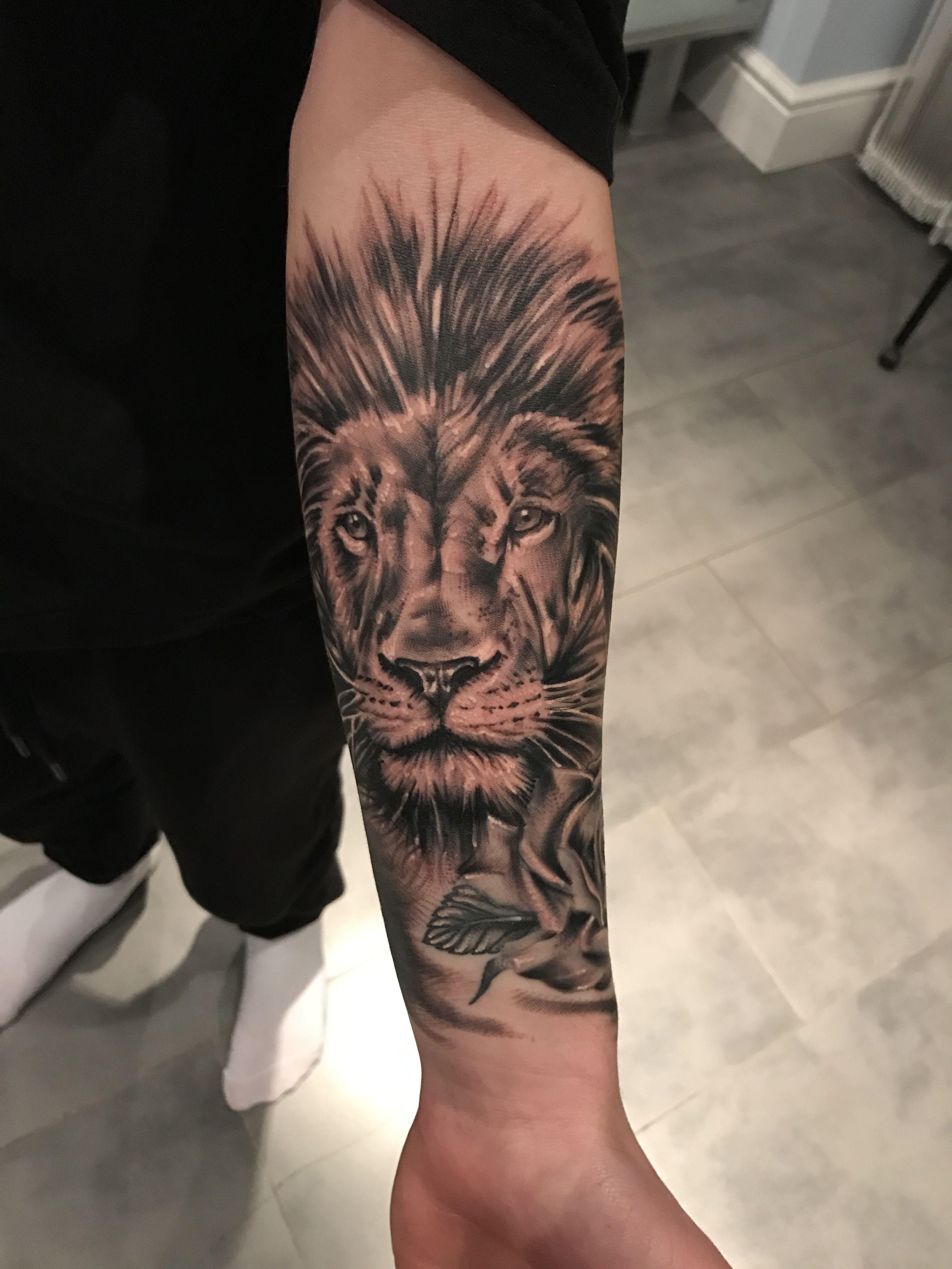 Fresh piece from today Tatouage lion, Photo tatouage
