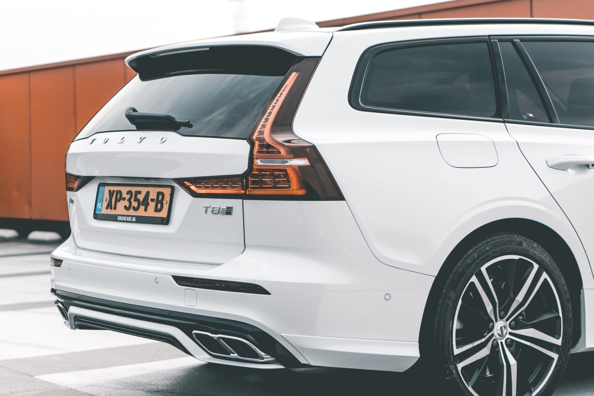 Volvo S60 Polestar Engineered Is Pure Zweedse Performance In 2020 Volvo Inparkeren Bmw M4
