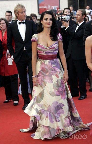 "Penelope Cruz in Valentino at the ""Chromophobia"" premiere (2005)"