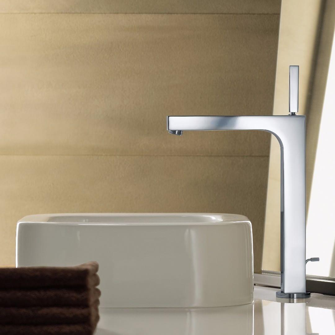 With a touch of elegance and class.  #AXOR #AXORnordic #AntonioCitterio #design #mixer #interior #interiordesign #interiordecor #nordicbathroom #bathroom #bathroomdesign #bathroominspo #badev�relsesinspiration #interiorinspirasjon #inredning #sisustusinsp