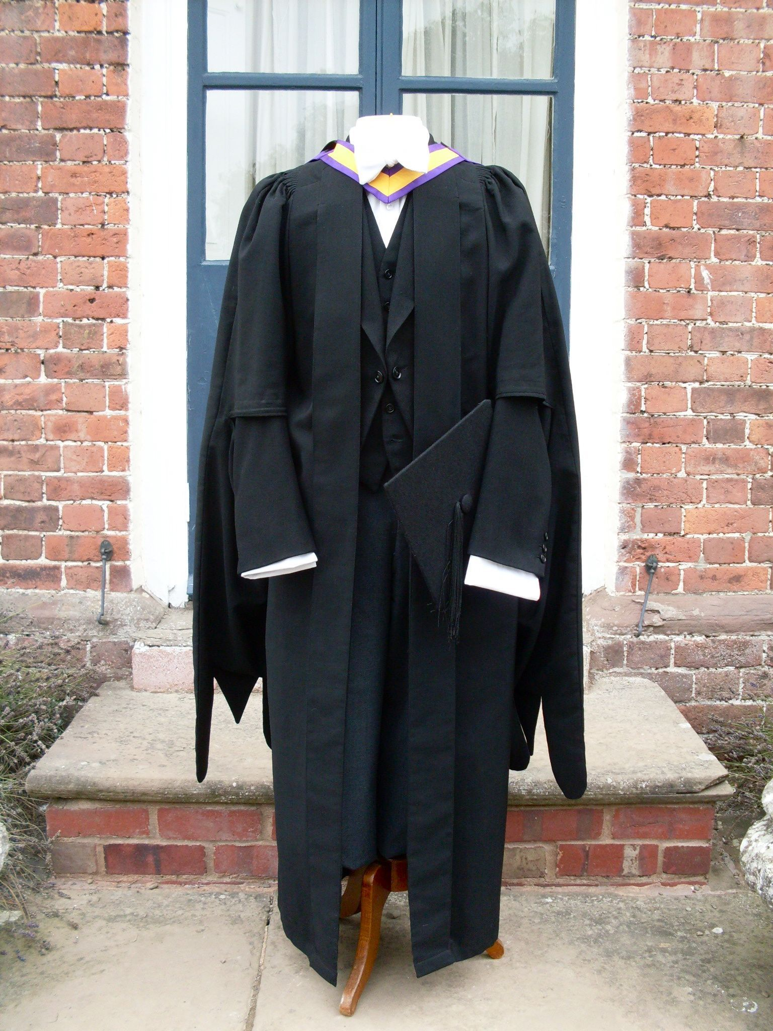 ede and ravenscroft what to wear under graduation gown
