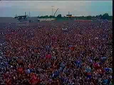 Springsteen Chimes Of Freedom East Berlin 1988 The Wall Came Down 16 Months Later Bruce Springsteen Bruce Springsteen Albums The Family Stone