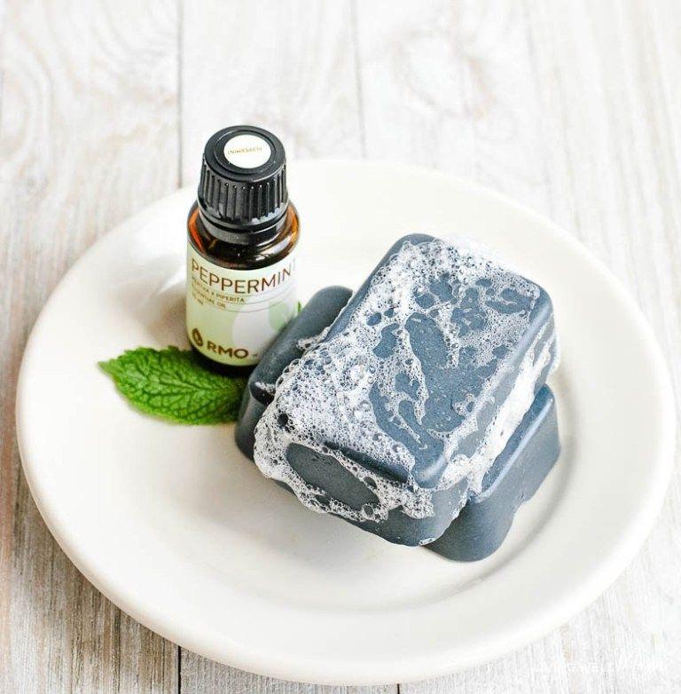 DIY Charcoal Soap Bars Como hacer jabones naturales
