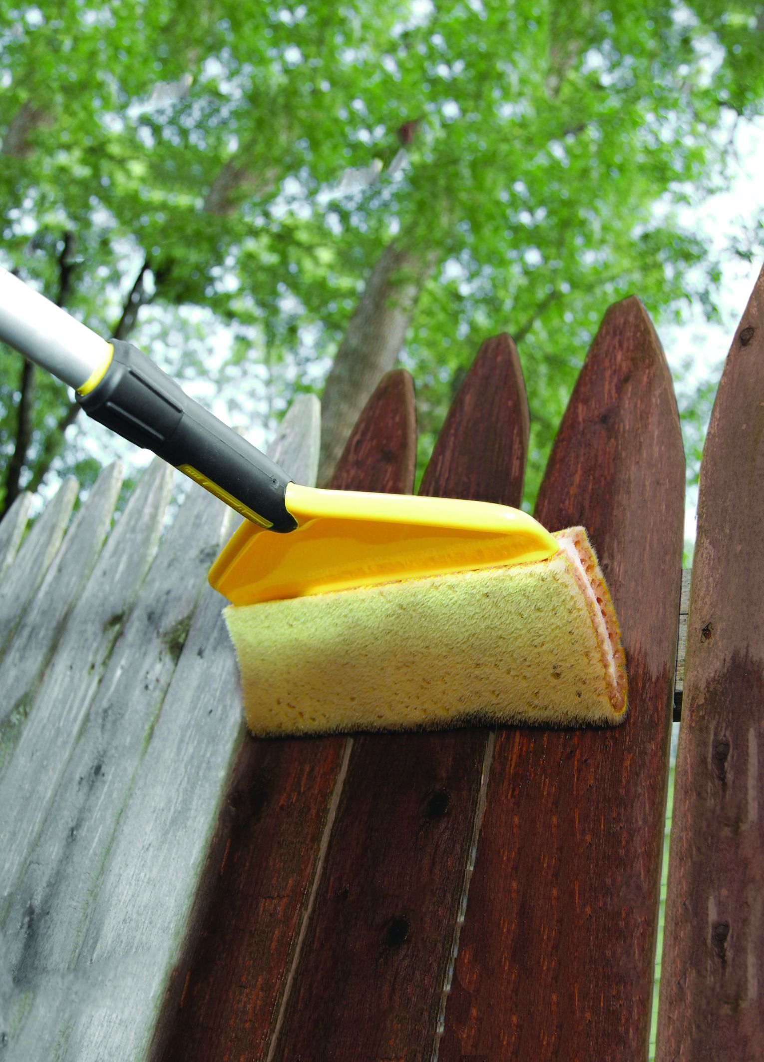 Tackle All Your Wooden Surfaces With A Woodmates Flex Core Stain Applicator Combining The Best Aspects Of A Paintbrush And A Pa Stain Applicators Stain Tools