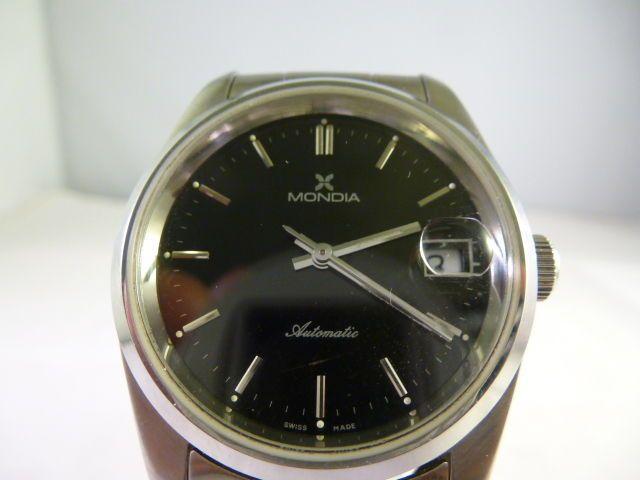 Mondia-Men's watch - 1980-1989  Dit horloge verdeeld in Italië Zenith heeft een ETA 2824 automatisch uurwerk gemaakt in Zwitserland in de jaren 1980.Geen esthetische gebreken dus kan worden beschreven zoals in achtige-nieuwstaat en volledig bedrijfsklaar.De schroef-lock geval is terug 100% roestvrijstaal en maatregelen 37 mm diameter.De 100% RVS armband is 21 cm lang en de armband en zaak terug zijn beide gegraveerd met het merk logo.Verzonden via Catawiki diensten met tracking en…