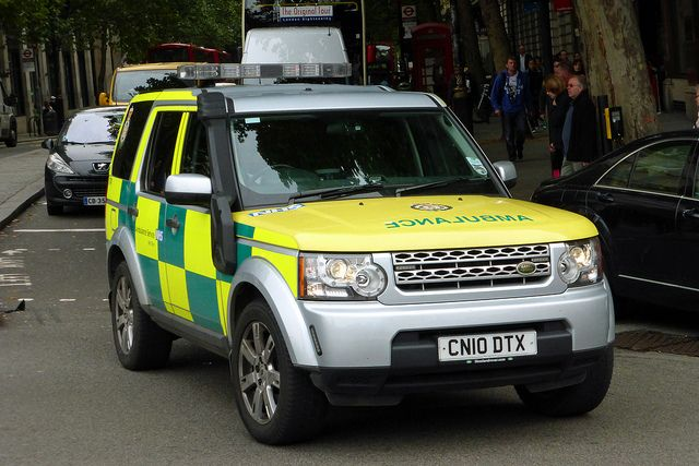 london ambulance service land rover discovery hazardous area response team in trafalgar. Black Bedroom Furniture Sets. Home Design Ideas