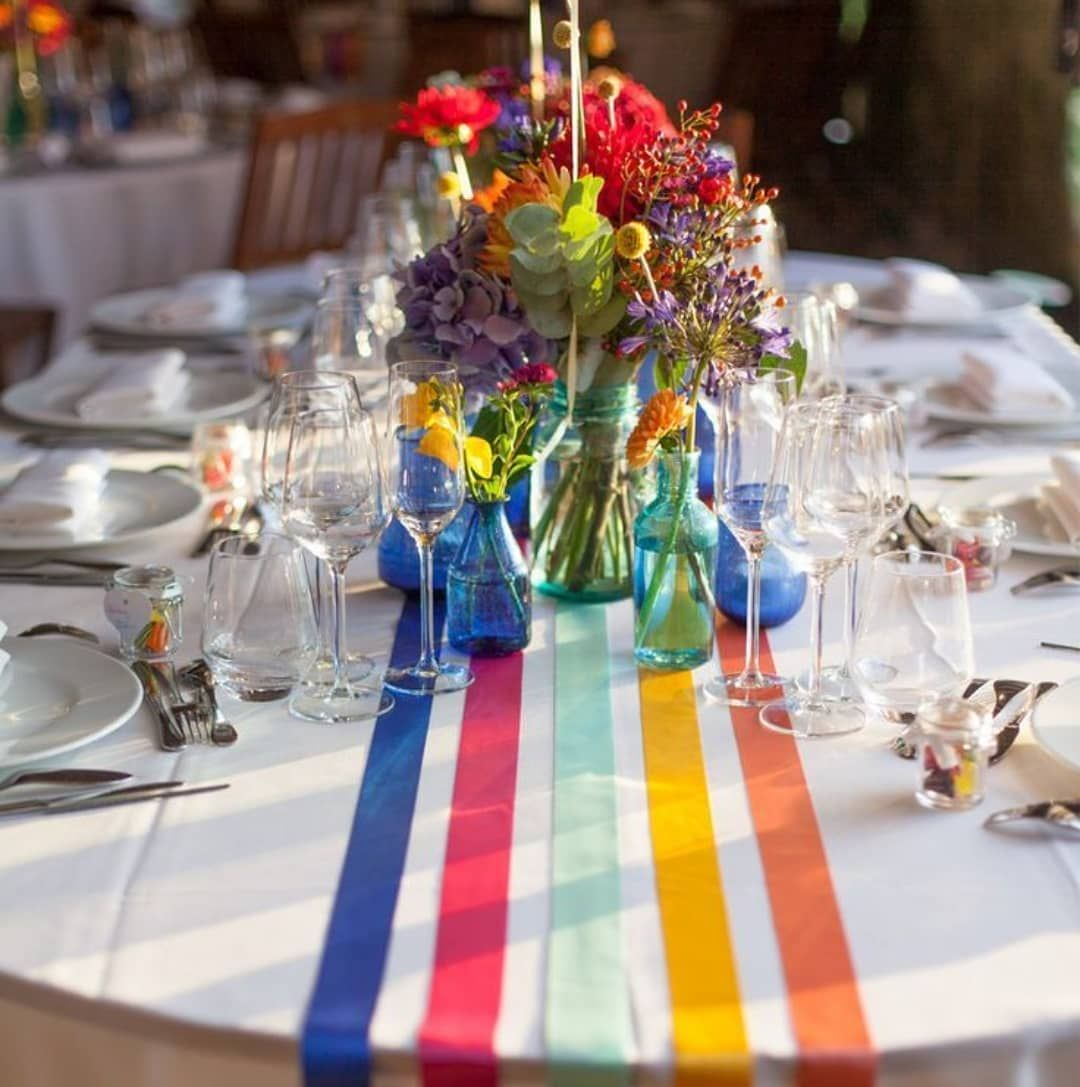 I love this table decor idea. So colorful______________________________#table