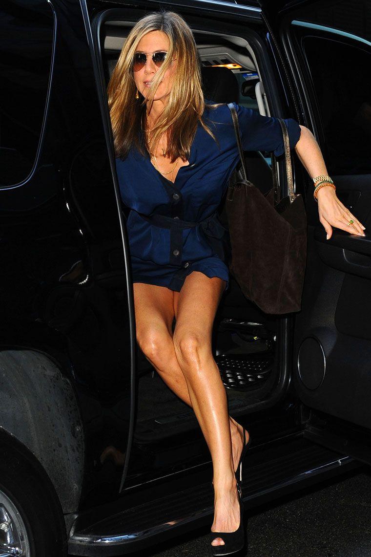 Celebrity no panty slips above