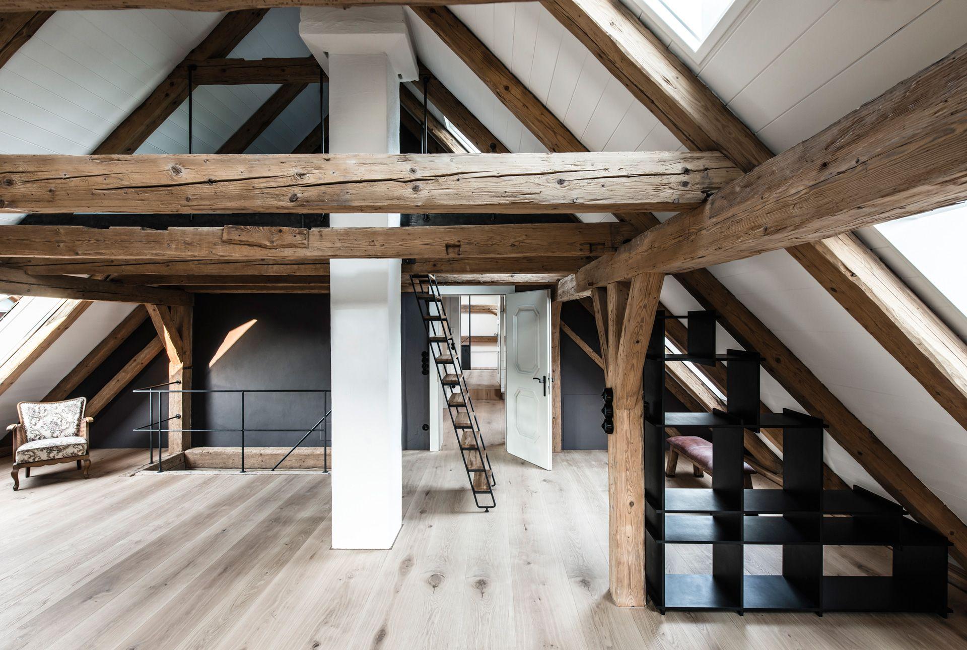 Ein ungewöhnlicher Bau wurde in London zum einem extravaganten Wohnhaus umgebaut Die Einrichtung besticht durch einen gelungenen Stilmix aus ausgesuc