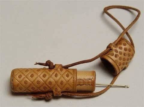 leather needle case.  I wanna make this...now to get Lexi  to help me with leatherwork:)