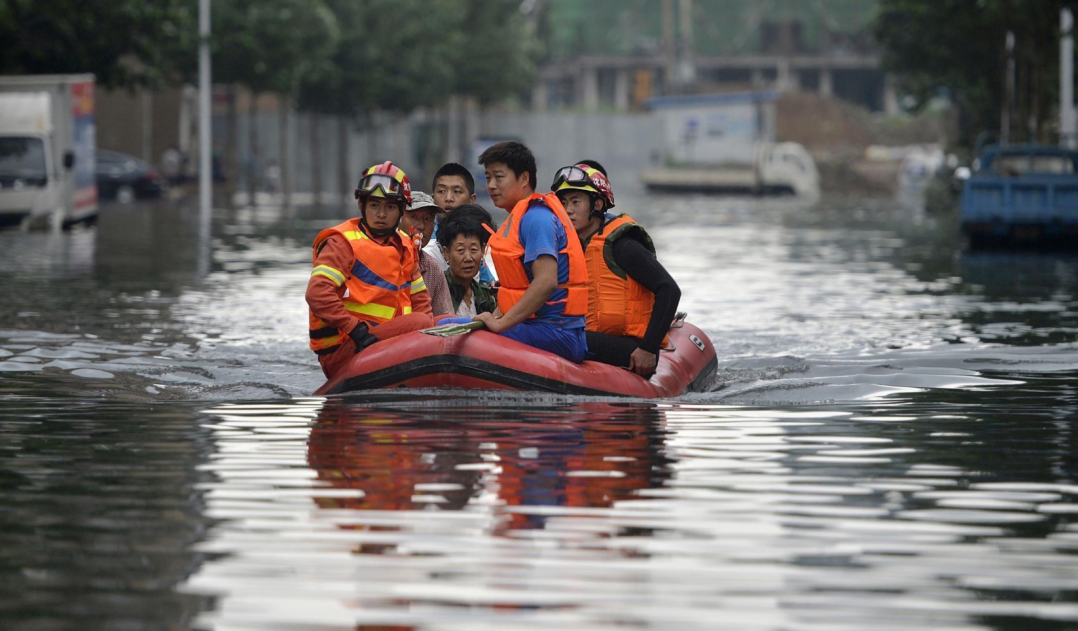 BEIJING (AP) — Cuatro funcionarios locales fueron suspendidos por responder de manera inadecuada a las inundaciones de la semana pasada en la que 114 personas murieron y otras 111 están desaparecidas, informaron las autoridades provinciales del norte de China.