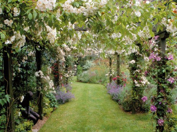 romantischer Garten Holz Pergola Rasen anlegen garden - garten terrasse holz anlegen