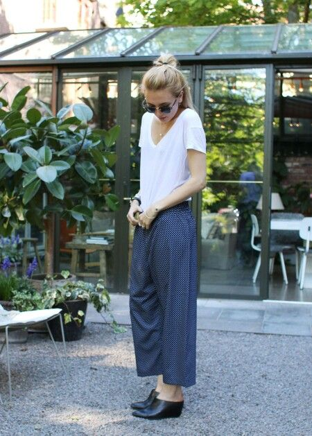 Wide led pants and simple T