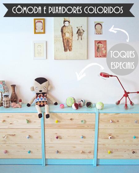 Os puxadores são peça chave para a cômoda. Os brinquedos, a luminária e os quadros na parede deram um  toque a mais na decoração.