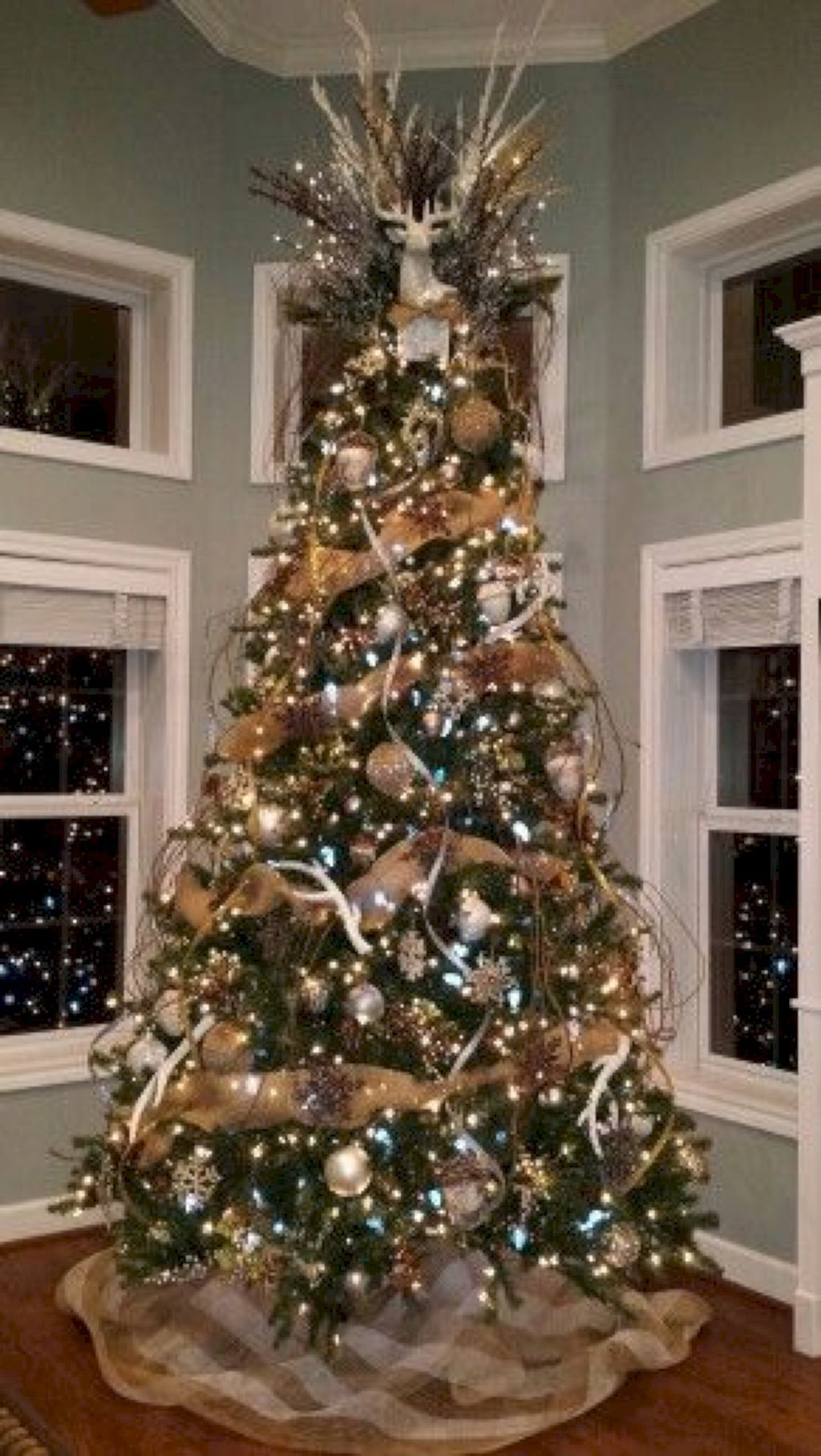 Awesome 45 Beautiful Rustic Christmas Trees Decor Ideas Https Homeideas Co 10545 Christmas Decorations Rustic Tree Burlap Christmas Tree Gold Christmas Tree